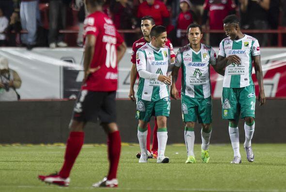 Luis Montes.- El 'Chapito' anotó un golazo, el cual le sirvió a su equip...