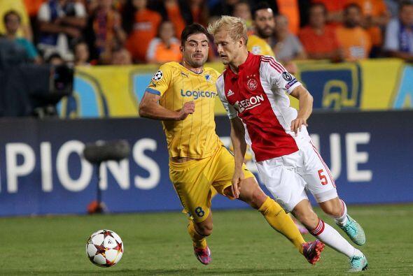 Con el empate, Ajax llegó a dos puntos  y el APOEL sumó su primera unidad.