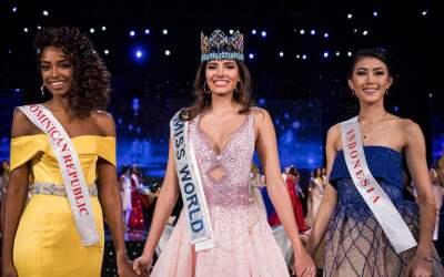 En el orden acostumbrado, la primera finalista, Miguelina Reyes, Miss Re...