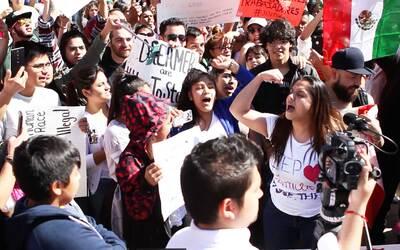 Escuela primaria de Colima hace simulacro ante balaceras Austin-Protesta...