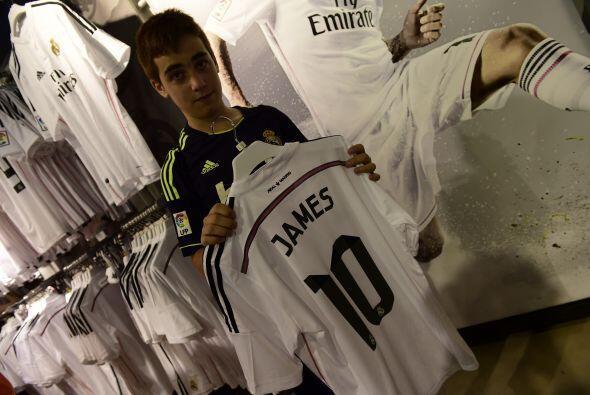 Y la tienda del Real Madrid en el estadio tampoco tardó en poner...