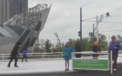 Se reabre la pista de hielo en el Parque Maggie Daley