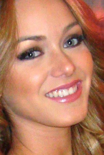 Rubia despampanante y de ojos azules, son las características de Mariana...