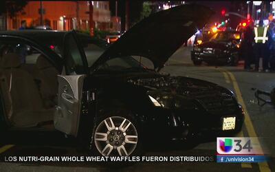 Accidente de tránsito envía a dos personas al hospital en Van Nuys