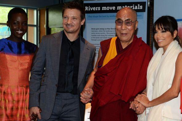 Ni cuando estuvo con el Dalai Lama, Lupita Nyong'o y Eva Longoria para l...
