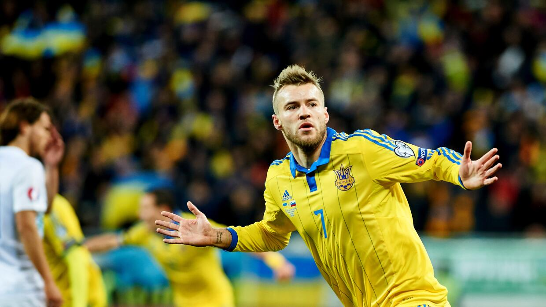 Yarmolenko celebra su gol en el triunfo de Ucrania sobre Eslovenia.