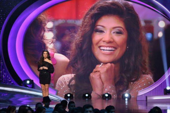 Detrás de cámaras estuvo Karina con Alejandra Espinoza. La mexicana no p...