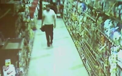 En video, un hombre lanza un artefacto explosivo en un restaurante en Ca...