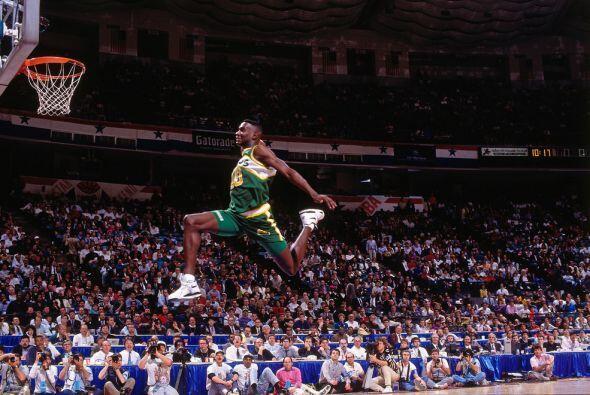 1991 - Shawn Kemp de los Seattle SuperSonics realizó uno de las más gran...