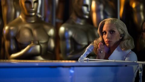 Lady Gaga en su interpretación durante los Premios Oscar.