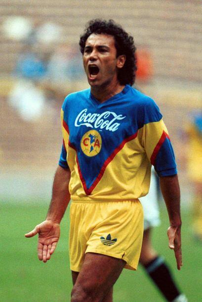 Hugo Sánchez regresó al fútbol mexicano en la tempo...