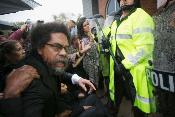 Antes de ser capturado por la policía, el intelectual comunicó a los man...