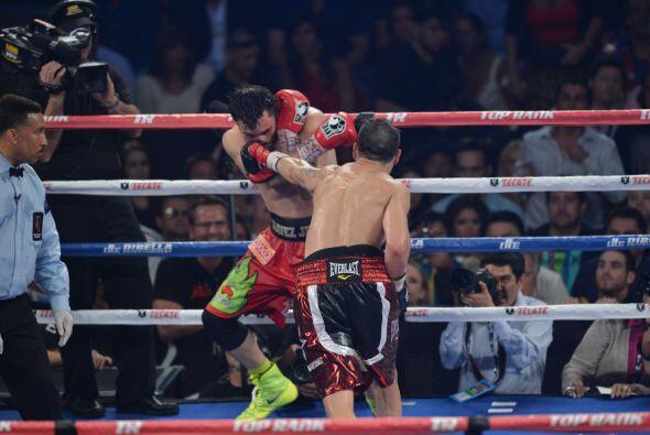 Chávez Jr. poco pudo hacer ante la velocidad de Martínez.