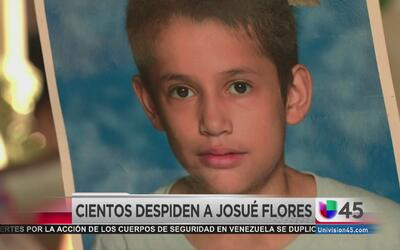 Dan último adiós a Josué Flores en el Cementerio Hollywood