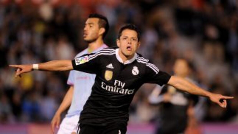Javier Hernández festeja uno de sus goles ante el Celta.