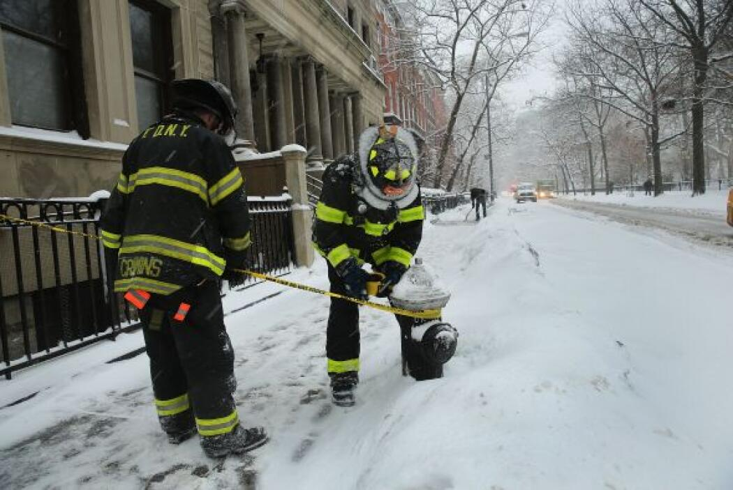 Los bomberos de Nueva York permanecen en estado de emergencia.