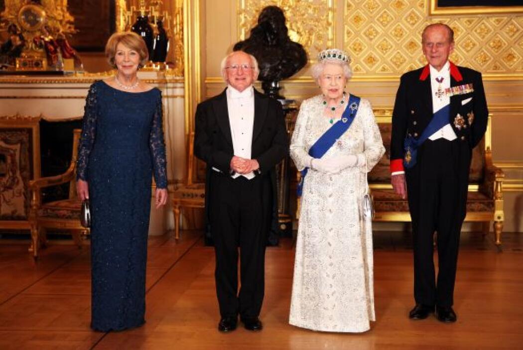 Por la noche, Higgins y su esposa fueron los invitados de honor en un ba...