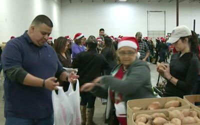 'Cena en el Barrio' entregó a 2,800 familias bolsas de comida para Navidad