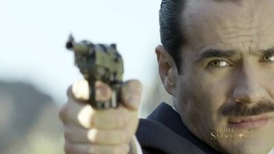 Diego con pistola en El Hotel de los secretos
