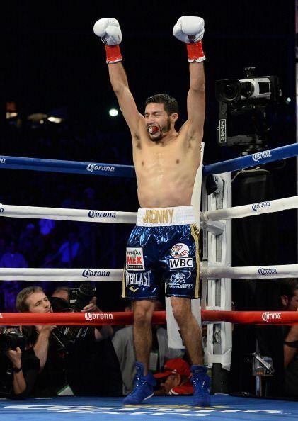 Jhonny González noqueó en el primer round a su compatriota Abner Mares y...