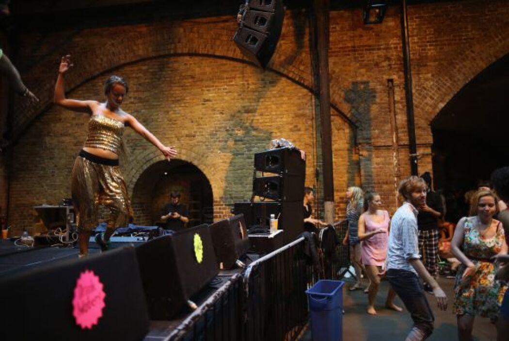 El nuevo club de rave es un vigorizante evento de danza, creado por el p...