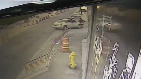 En video: una mujer se salva tras ser atropellada por un conductor que a...