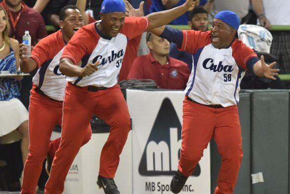 Los nuevos campeones, que llegaron a San Juan con 16 refuerzos, llevaron...