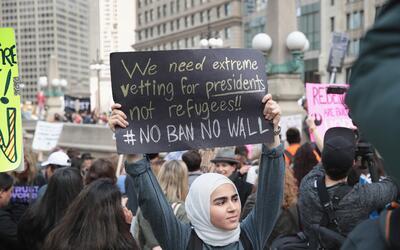 Manifestación frente a la Torre Trump en Chicago.