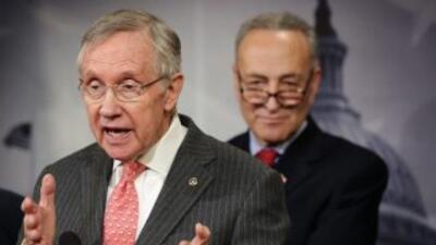 Los senadores demócratas Charles Schumer y Harry Reid.