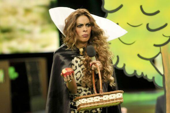La bruja tuvo que comprobar por ella misma que alguna estaba envenenada...