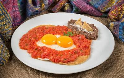Huevos rancheros con auténtica salsa mexicana