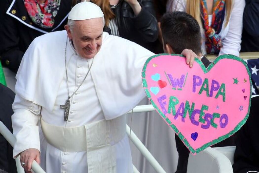 Otro aspecto de la personalidad de Bergoglio que ha encantado es su buen...