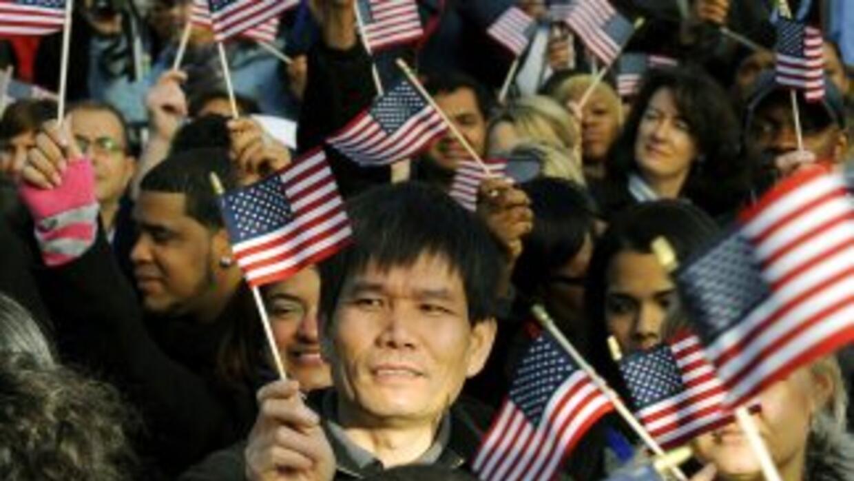 Al menos 8.8 millones de residentes legales permanentes califican para c...