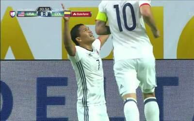 Goooolll!! Carlos Arturo Bacca Ahumada mete el balón y marca para Colombia
