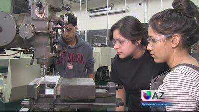 Jóvenes hispanos alistándose para ser los ingenieros del futuro