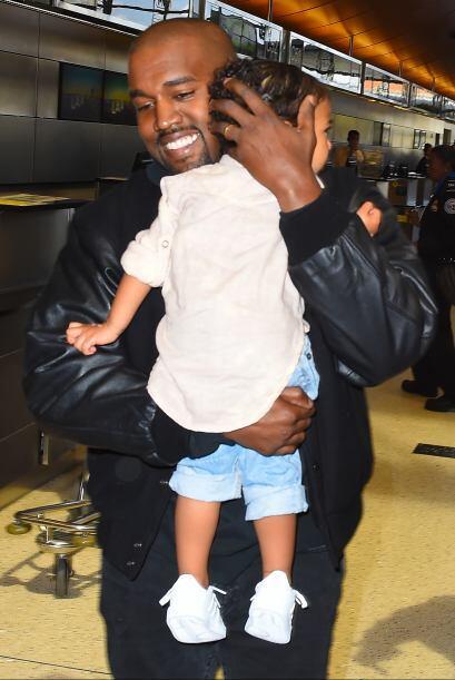 Kanye sorprendió a todas las cámaras con una sonrisa.