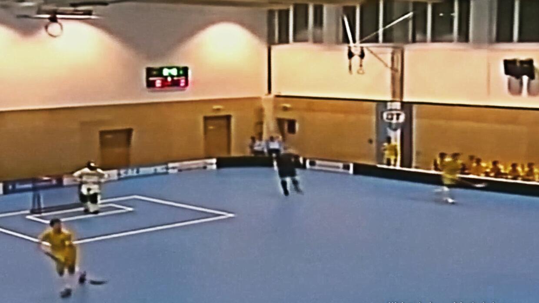 Jugadores y aficionados se salvan de terminar aplastados por un techo du...