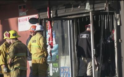 Un hombre y una mujer murieron durante un incendio dentro de un centro c...