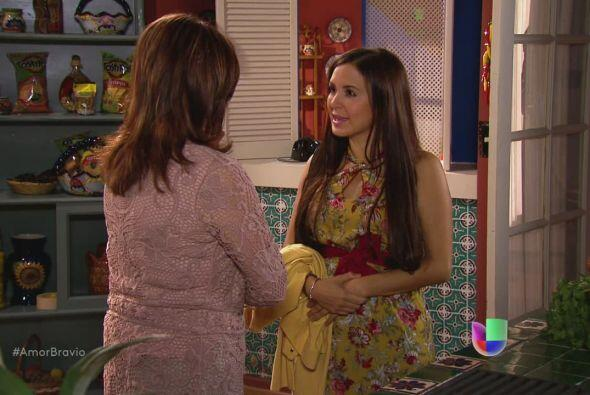 Natalia le dice a su madre que Iliana le dijo las verdaderas intenciones...