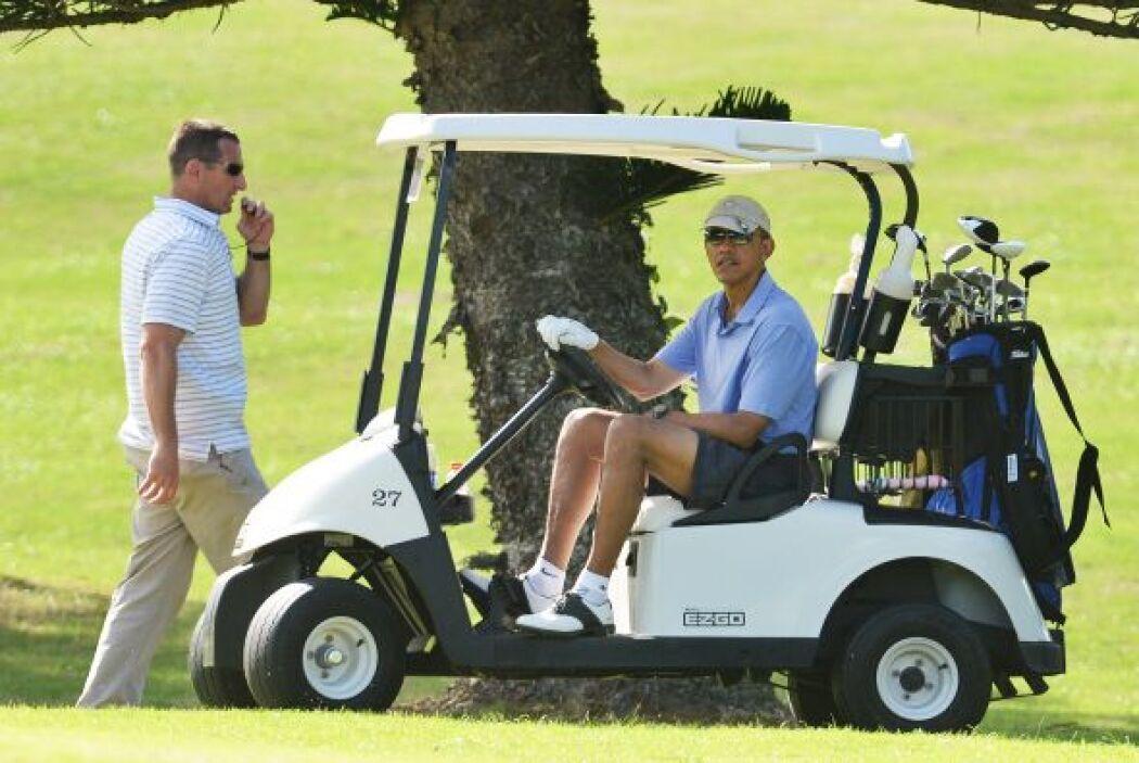Obama provecha el favorable clima de las islas de Hawaii.