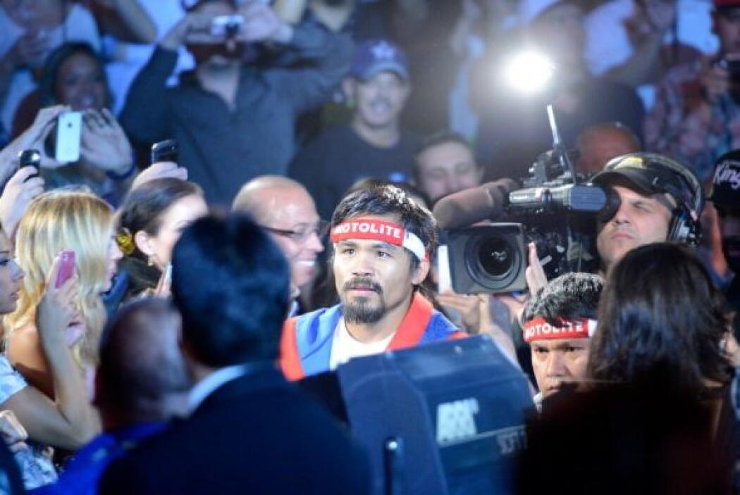 Manny Pacquiao tardó en aparecer, estaba viendo el triunfo del Heat sobr...