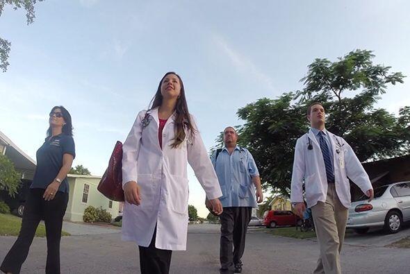 En cuanto a los estudiantes de medicina, ellos se responsabilizan por la...