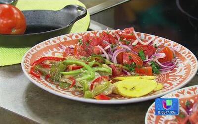 Receta de pescado guisado con pimentón y cebolla