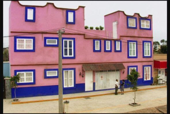 Esta vecindad es como un divertido campo de guerra, pues Doña Lucha le h...