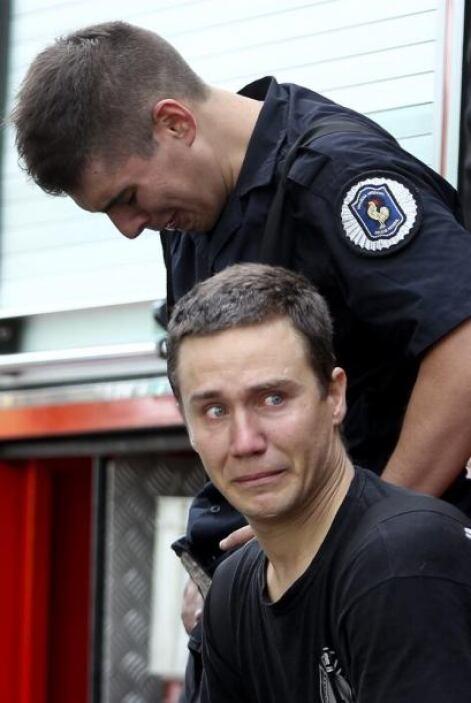 Un bombero lamenta la muerte de sus compañeros