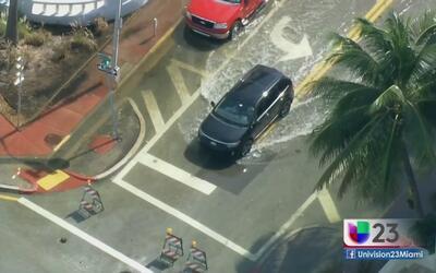 Inundaciones por marea alta causan caos en Miami Beach