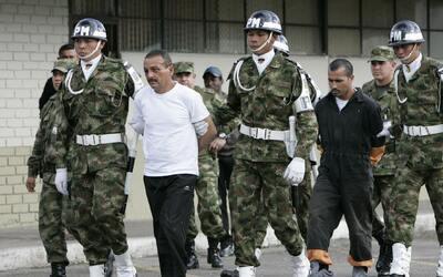 Los guerrilleros Gerardo Aguilar, alias César (Izq), y Alexander Farfán,...
