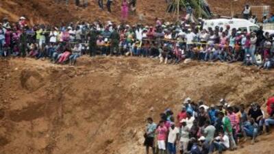 Socorristas dijeron estar cerca del lugar donde se encontrarían 13 traba...