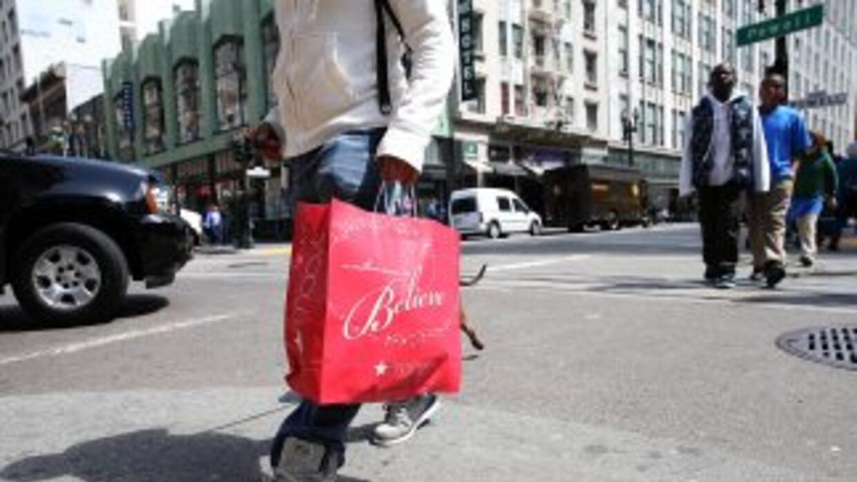 Los gastos de los consumidores representan casi el 70% de la actividad e...