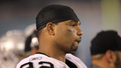 Richard Seymour no firmó con los Falcons.